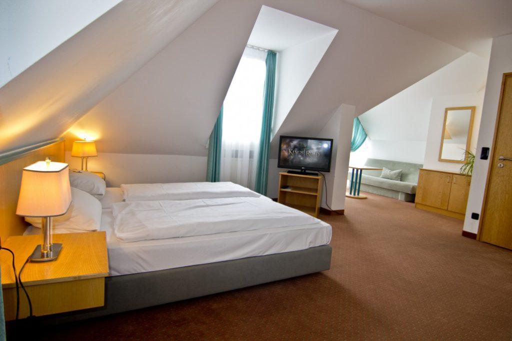 Zimmer Bett Fernseher